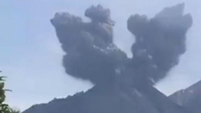 Wybuchł wulkan w Gwatemali. Pióropusz popiołu miał sześć kilometrów wysokości