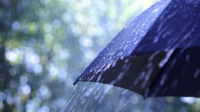 Prognoza pogody na dziś: im dalej na wschód, tym więcej deszczu i burz
