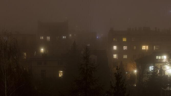 Smog dusi w Polsce. Czarne punkty na mapie