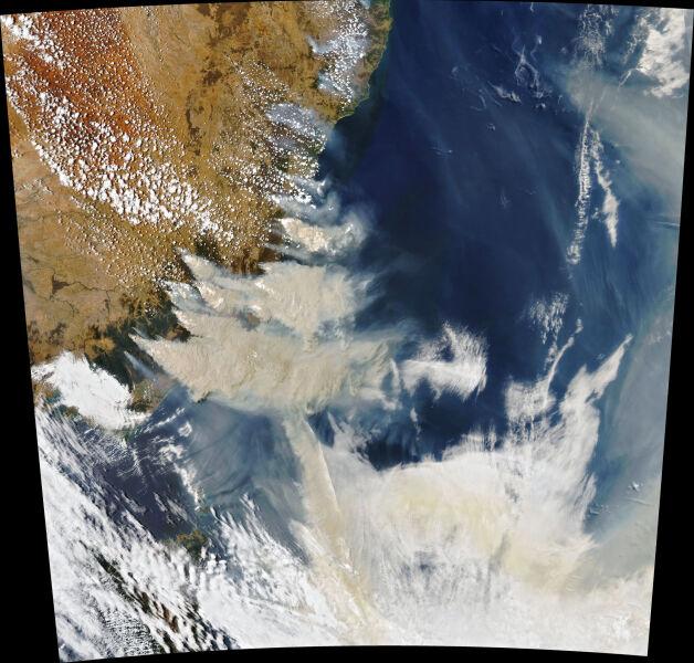 Pożary w Australii (earthobservatory.nasa.gov)